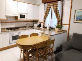 Clasico y funcional apartamento centro bilbao by urban hosts, budget hotel in Bilbao