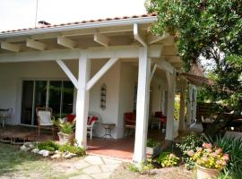 Very nice house with terraces and garden near the dunes, Hotel in Cap Ferret