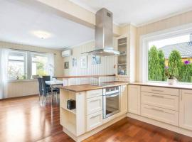 StayPlus 3BR City Apartment With Garden
