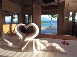 Blue Harbor Beachfront Villas & Resto, hotel near Seganing Waterfall, Klungkung