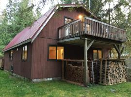 76MBR - WiFi - Pets Ok - Hot Tub - Sleeps 9 home, hotel v destinaci Glacier