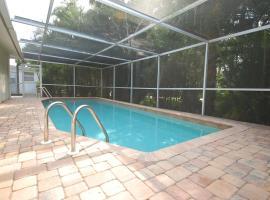 2 BR, 2 BA w/family rm extra sleeper~small community dock~screened heated pool