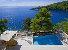 Luxury Seafront Villa My Dream with private pool, jacuzzi and staff at the beach on Brac island - Sumartin, room in Selca