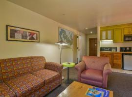 Gonzo Inn unit 212 - Pool view 1 bedroom Sleeps 4