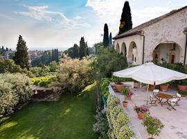 Case di San Martino Villa Sleeps 11 with Pool Air Con and WiFi