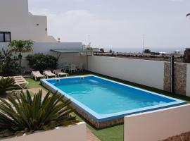 Villa Roja 2, Apartments; Quiet, Small & Central Resort; Reservado para clientes; Fiesta prohibidos