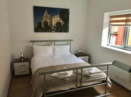 Flats near football clubs. Free parking, apartment in Liverpool