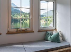 Ferienwohnung Seeblick Grundlsee, hotel in Grundlsee