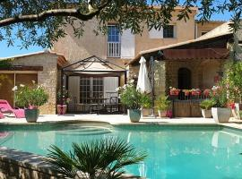 Villa Solary, hotel with pools in Le Pontet