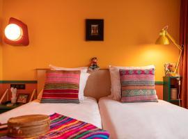 PAUL & PIA - Welcome Home Hotel