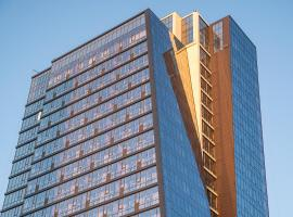 Роскошные люкс апартаменты в небоскрёбе Prime House 12 этаж Прайм Хаус, hotel in Novosibirsk