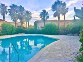 Villa T3 piscine en bord de mer 15' Cap d'Agde, hotel in Valras-Plage