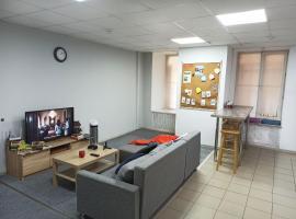 Roommates, отель в Санкт-Петербурге, рядом находится Станция метро «Площадь Восстания»