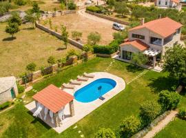 Beautiful home in Linardici w/ Outdoor swimming pool, WiFi and 4 Bedrooms