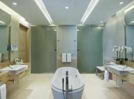 Hilton Dead Sea Resort & Spa, hotel in Sowayma