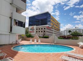 Ocean view Building + pool, next to Intercontinental Hotel . Best Location Isla Verde Beach