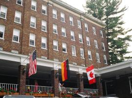 The Pines Inn, hotel with jacuzzis in Lake Placid