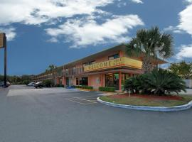 Super 6 Inn & Suites Pensacola
