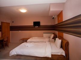OSTEN ART HOTEL, hotel in Skopje