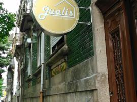 Jualis Guest House, hotel in Porto