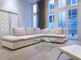 Ausone Beautiful loft apartment in historical center + terrace and parking