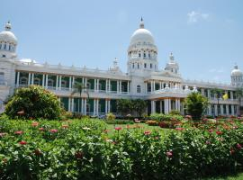 Lalitha Mahal Palace Hotel, hotel with pools in Mysore