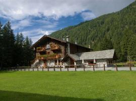 Hotel Petit Tournalin, hotel near Frachey - Alpe Ciarcerio funicolar, Champoluc