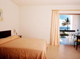 TEMPORADA - ILHEUS - CASA - 03 suites, piscina, wifi - SKY, hotel in Ilhéus