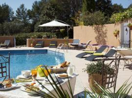 La Clé des Champs & Spa, hotel a Roussillon