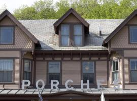 The Porches Inn at Mass MoCA, hotel with jacuzzis in North Adams