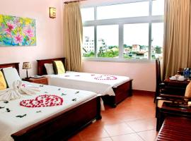 Holiday Diamond Hotel, hotel with jacuzzis in Hue