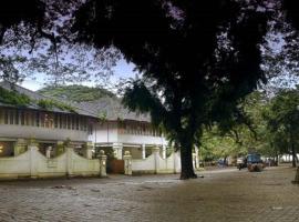 Neemrana's- Tower House, hotel in Cochin