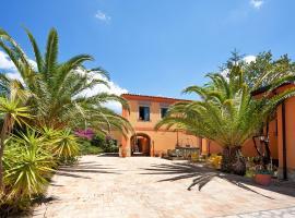 Casale Romano Resort e Relais, hotel near Il Picciolo Golf Club, Motta Camastra