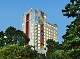 Renaissance Lucknow Hotel, hotel with pools in Lucknow