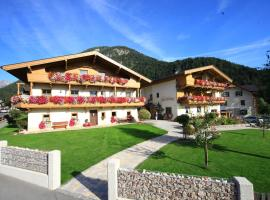 Pension&Appartements Marxenhof, budget hotel in Pertisau