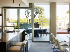 Claremont Quarter Luxury Apartment, budget hotel in Perth