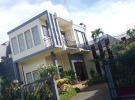 Sudji's House, pet-friendly hotel in Batu