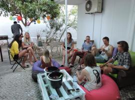 Le Penguin Hostel, hotel near Faro Airport - FAO,