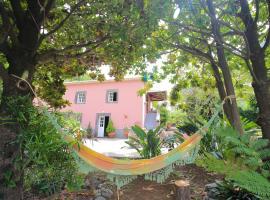 North Coast Guest House, B&B in São Vicente