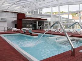 Hotel Spa Congreso, hotel con piscina en Teo