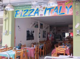 Pizza Italy Restaurant and Guesthouse, guest house in Pattaya Central