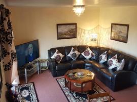 Penthouse Apartment Sleeps 11, hotel with jacuzzis in Edinburgh