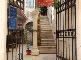 Villa Teuta, hotel in Trogir