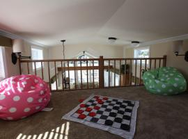 Sherwood Forest Premium Loft Cottage 10