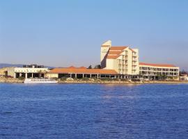 Lakes Hotel
