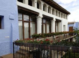 La Casona del Solanar, hotel a prop de Monestir de Piedra, a Munébrega