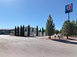 Motel 6-Carlsbad, NM, hotel v destinaci Carlsbad