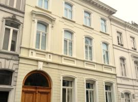 Authentic 19th c. mansion with spacious garden, appartement in Gent
