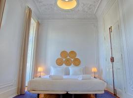 Chalet D´Ávila Guest House, hotel near Humberto Delgado Airport - LIS,