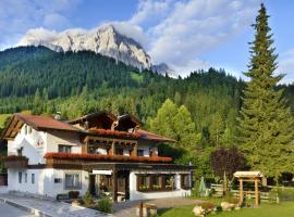 Das Halali - dein kleines Hotel an der Zugspitze, hotel near Burgruine Werdenfels, Ehrwald